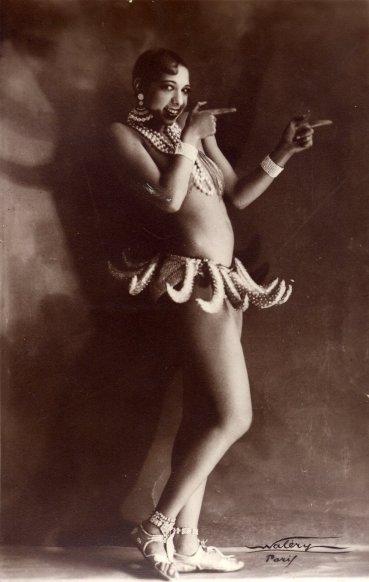 19208_josephine_baker_bananas